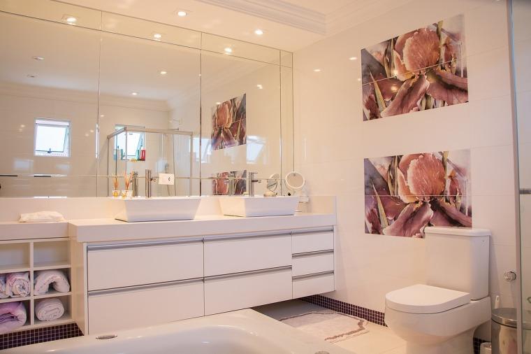 bathroom-1622403_1280